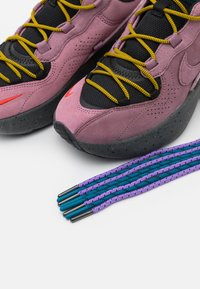 Nike Sportswear - AIR MAX VERONA 2.0 - Zapatillas - black/plum dust/dark citron/green abyss - 5