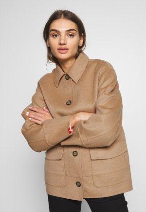 BENJI COAT - Krátký kabát - beige