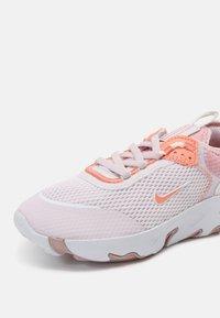 Nike Sportswear - RT LIVE UNISEX - Sneakers laag - light violet/crimson bliss/white/champagne - 6