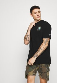 Puma - DOWNTOWN GRAPHIC TEE - T-shirt con stampa - black - 0