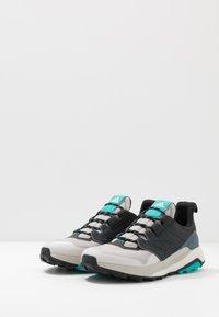 adidas Performance - TERREX TRAILMAKER - Hikingskor - grey two/core black/hi res aqua - 2