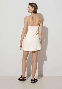 OYSHO - Robe d'été - off white - 2