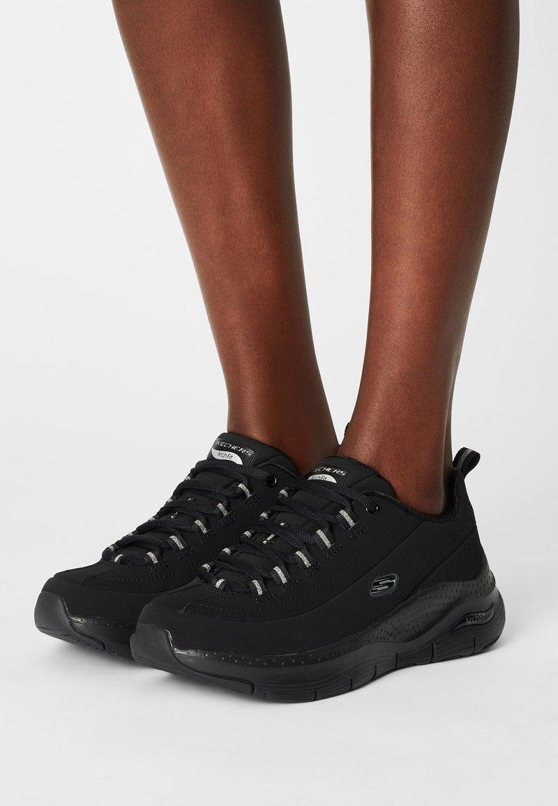 Skechers Sport - ARCH FIT - Sneakers laag - black/silver