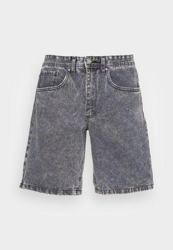 LOOSE STRAIGHT - Denim shorts - grunge grey