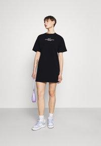 Nike Sportswear - Vestido ligero - black - 1