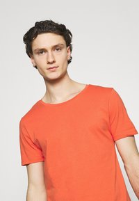 Lee - SHAPED TEE - T-shirt basic - washed red - 3