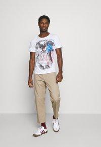 Key Largo - HILL ROUND - T-shirt con stampa - white - 1