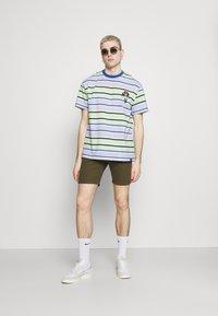 Newport Bay Sailing Club - 2 PACK - Shorts - stone/khaki - 0