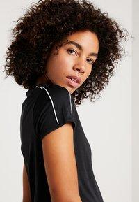 Nike Performance - DRY - Print T-shirt - black/white - 3