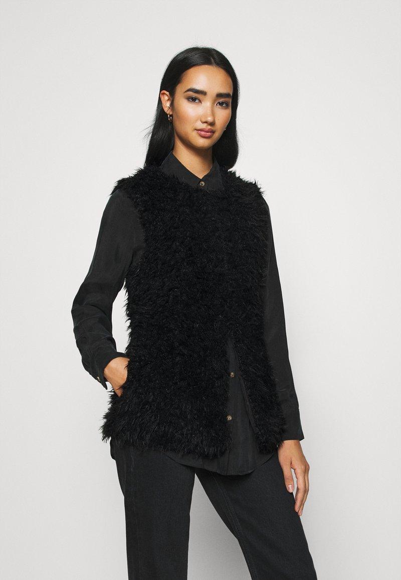 ICHI - TITO - Waistcoat - black