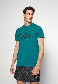 Black Diamond - STACKED LOGO TEE - T-shirts med print - teal - 0