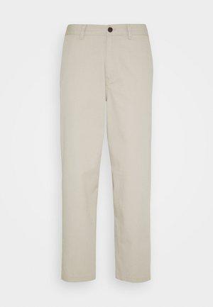 HAWTIN - Trousers - white smoke