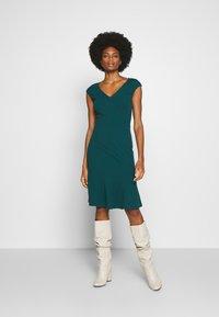 Anna Field - BASIC - V NECK MINI DRESS - Žerzejové šaty - turquoise - 0