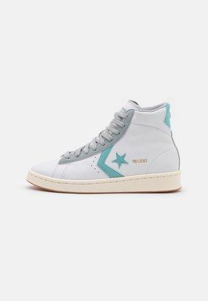 PRO UNISEX - High-top trainers - white/soft aloe/ash stone