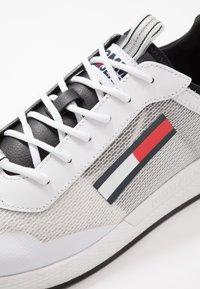 Tommy Jeans - GRADIENT FLEXI RUNNER - Sneakersy niskie - black - 5