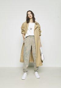 BDG Urban Outfitters - SPHERE - Felpa - ecru - 1