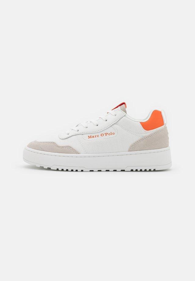 CARLA 3D - Sneakers laag - white/orange