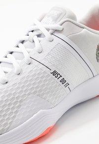 Nike Performance - CITY TRAINER 2 - Kuntoilukengät - white/vast grey/lava glow - 5