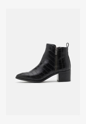 VMNICIE BOOT - Classic ankle boots - black