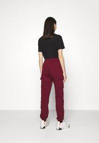 Nike Sportswear - CARGO PANT LOOSE - Tracksuit bottoms - dark beetroot - 2