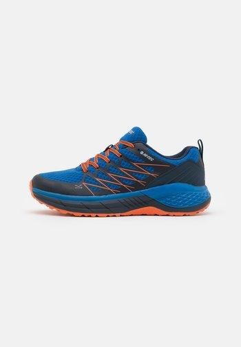TRAIL DESTROYER - Chaussures de marche - cobalt/red/orange