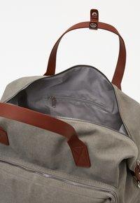 Pier One - UNISEX - Weekend bag - grey - 4