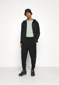 Nike Sportswear - HOODE MIX - Sudadera con cremallera - black - 1