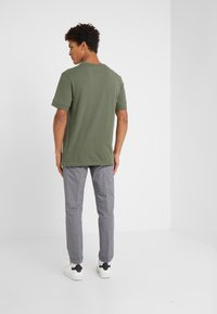 DRYKORN - RAPHAEL - T-shirt basic - oliv - 2