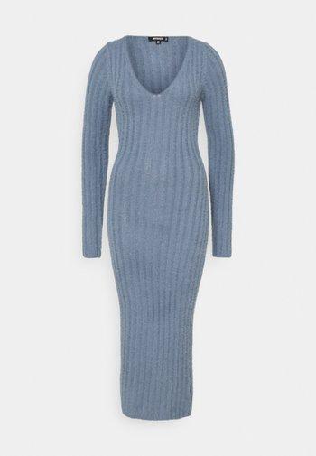 FLUFFY MIDAXI DRESS - Jumper dress - blue