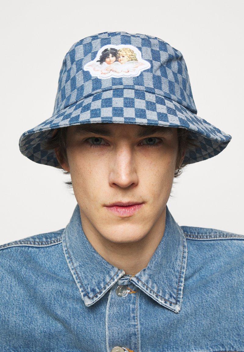 Fiorucci - CHECK BUCKET HAT UNISEX - Hat - pale blue