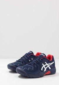 ASICS - GEL-RESOLUTION 8 UNISEX - Zapatillas de tenis para todas las superficies - peacoat/classic red - 2