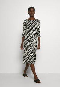 Wallis - BELTED JERSEY DRESS - Sukienka z dżerseju - mono - 1