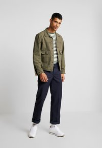Levi's® - IRONIC ICONIC TRUCKER - Giacca leggera - olive night - 1