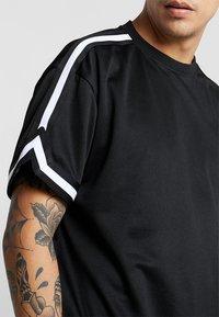 Urban Classics - OVERSIZED TEE - T-shirt - bas - black - 4