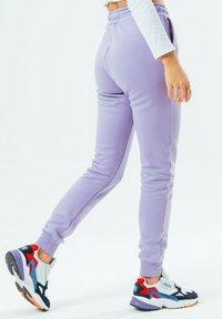 Hype - SIGNATURE - Tracksuit bottoms - violet - 2