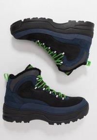 Tommy Jeans - HILFIGER EXPEDITION BOOT - Snørestøvletter - black iris - 1