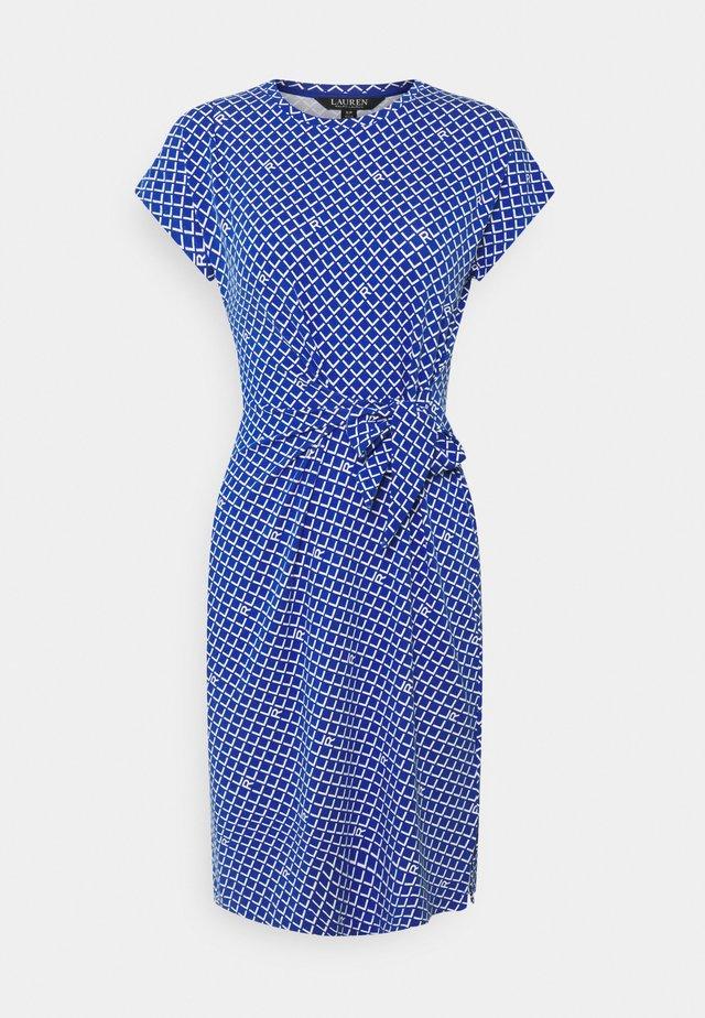AVRAM SLEEVE CASUAL DRESS - Pouzdrové šaty - sapphire star/white
