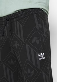 adidas Originals - MONO - Spodnie treningowe - black/boonix - 4
