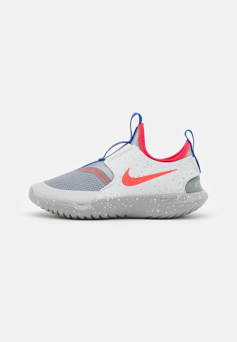 Nike Performance - FLEX RUNNER SE UNISEX - Neutrala löparskor - particle grey/bright crimson/light smoke grey