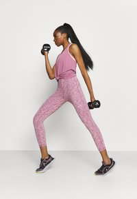 Nike Performance - DRY ELASTIKA TANK - Funktionsshirt - light mulberry/white - 1