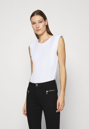 PADDED SHOULDER TEE - Jednoduché triko - white