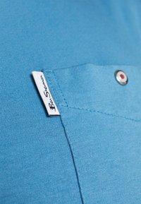 Ben Sherman - SIGNATURE POCKET TEE - Basic T-shirt - riviera blue - 5