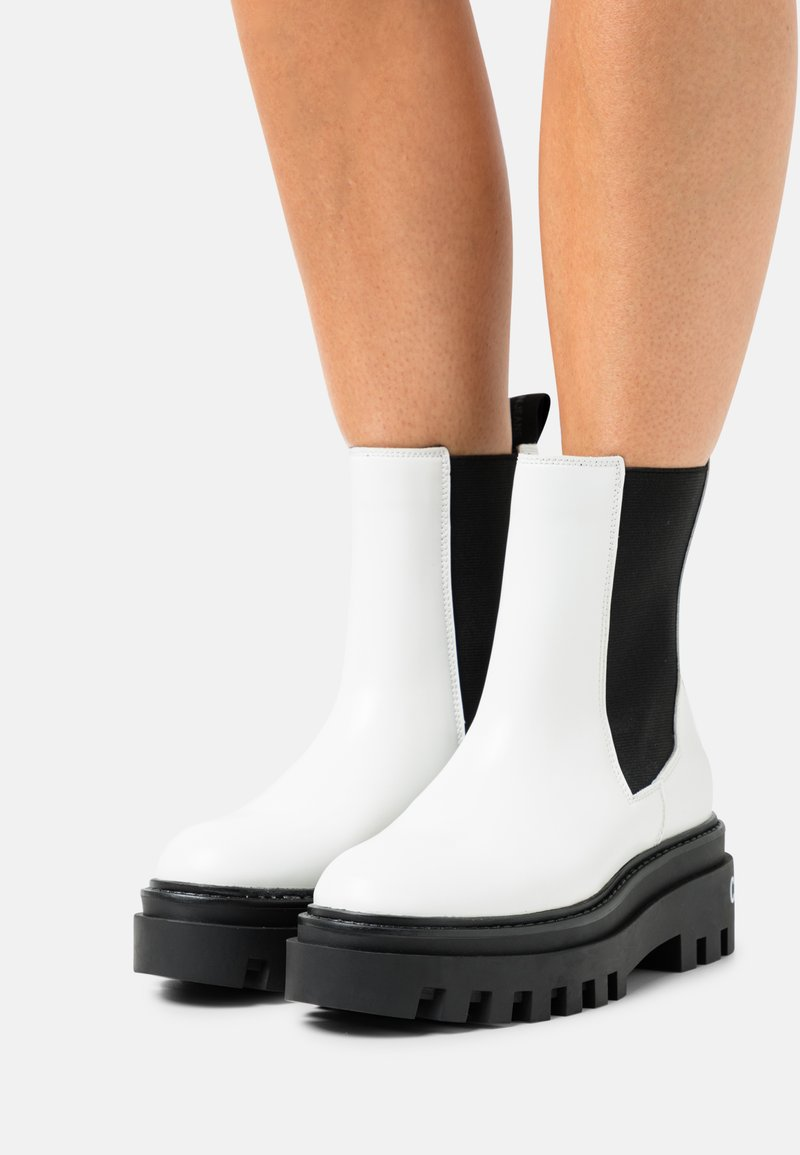 Calvin Klein Jeans - FLATFORM MID CHELSEA BOOT - Platform ankle boots - bright white