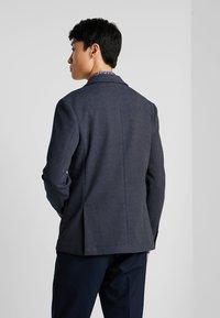 Selected Homme - SLHSLIM IKEN BLAZER - Blazer jacket - dark navy - 2