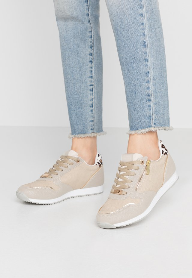EEMY - Trainers - gold