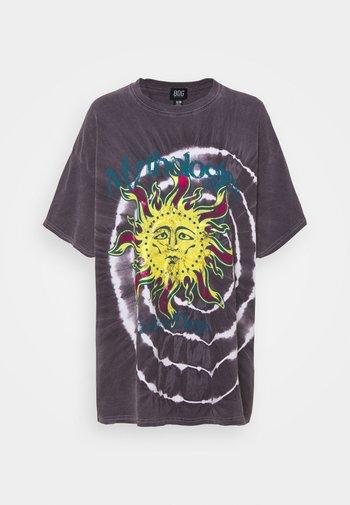 MYTHOLOGIES DAD TEE - Print T-shirt - grey