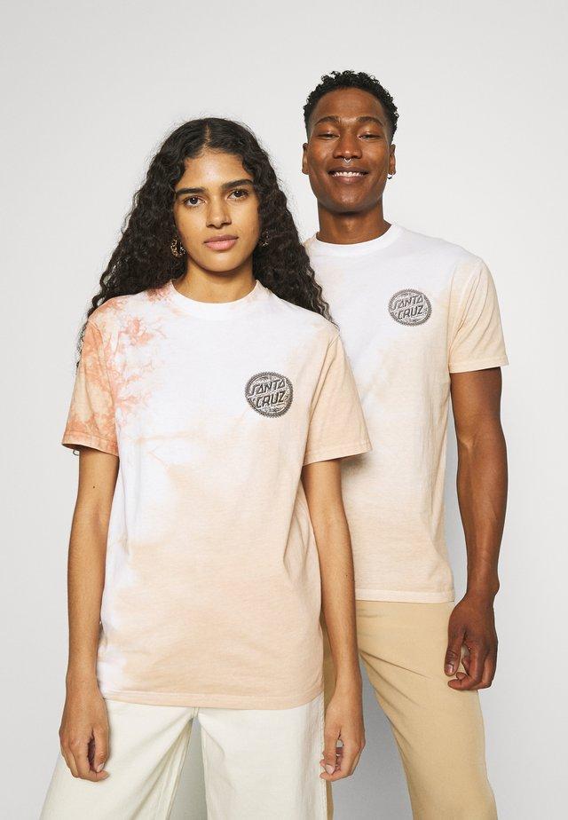 TIE DYE DOT LOGO EXCLUSIVE UNISEX - T-shirts med print - orangeish