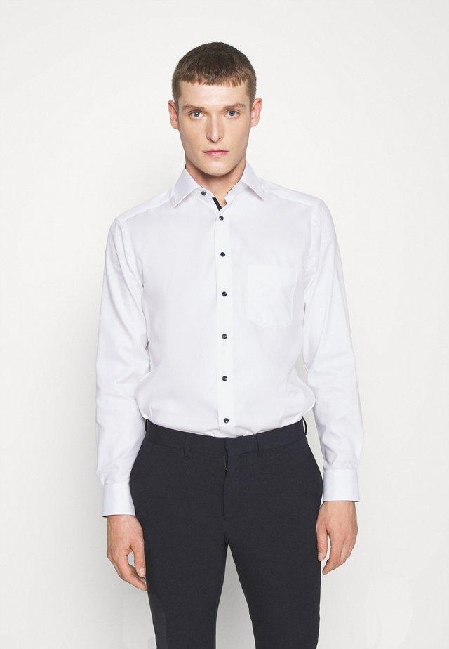 LUXOR MODERN FIT NEW KENT - Shirt - weiss