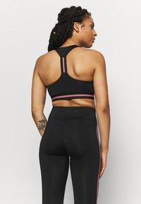 ONLY Play - ONPBAKO SPORTS BRA - Medium support sports bra - black - 2