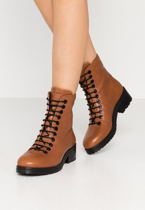 DISTRICT HIKER COMBAT BOOT - Lace-up ankle boots - caramel
